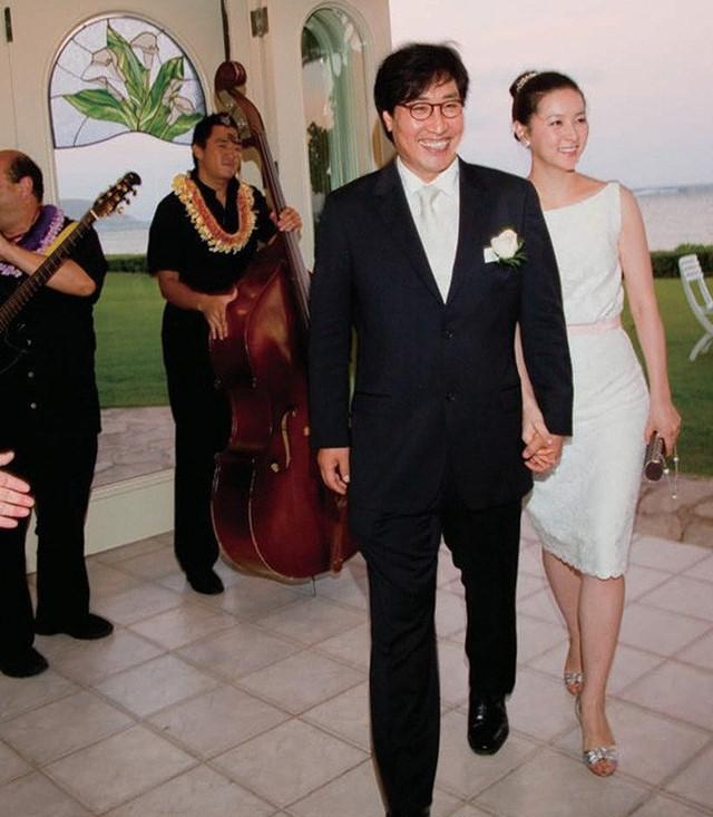 Lee Young Ae vướng ồn ào sau tiết lộ gia thế ông xã tuổi U70 - Ảnh 3