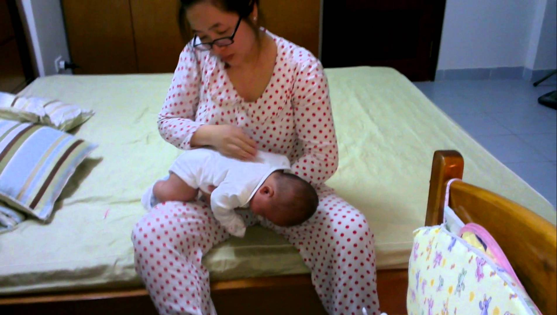 Mách mẹ cách nhanh chóng làm tiêu đờm trong cổ họng trẻ sơ sinh - Ảnh 1