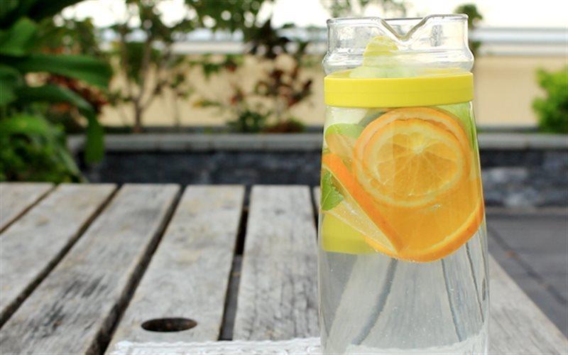 Mách nhỏ chị em 5 công thức làm nước detox thanh lọc cơ thể, giảm mỡ thừa bằng nguyên liệu có sẵn trong nhà - Ảnh 3