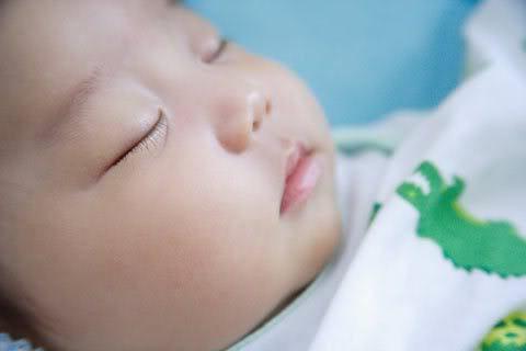 Cha mẹ có nên cắt lông mi cho trẻ sơ sinh theo ý kiến bác sĩ Nhi - Ảnh 2
