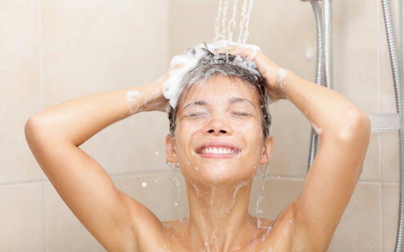 Sản phụ sau sinh bao lâu thì được tắm, gội đầu? - Ảnh 2