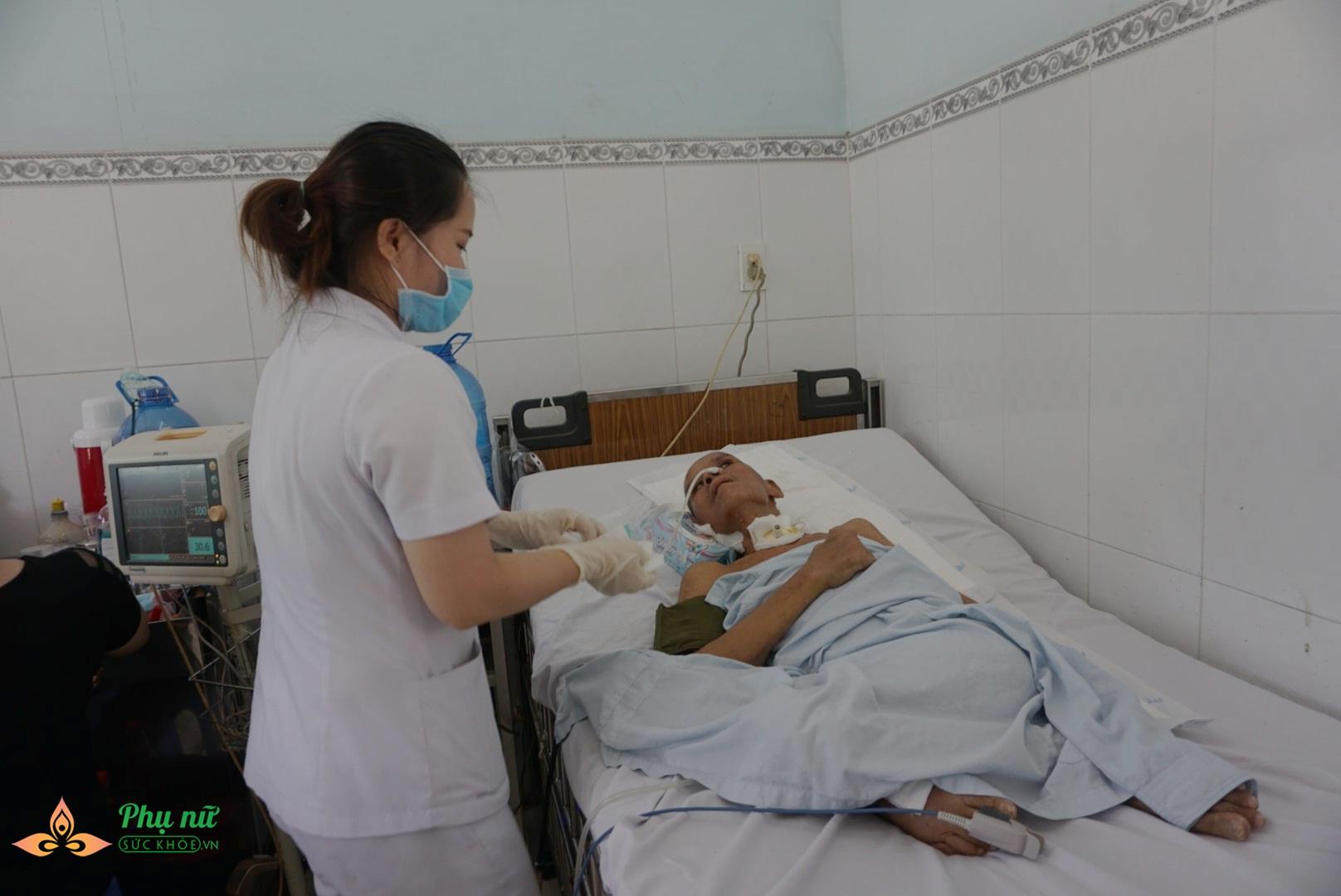 Xót cảnh nam bệnh nhân 'vô danh' nguy kịch trên giường bệnh, không một người thân chăm sóc - Ảnh 3