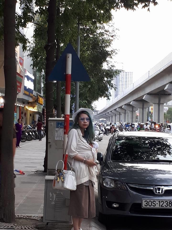 Hot girl Bella bế con đỏ hỏn quỵt tiền taxi trên phố