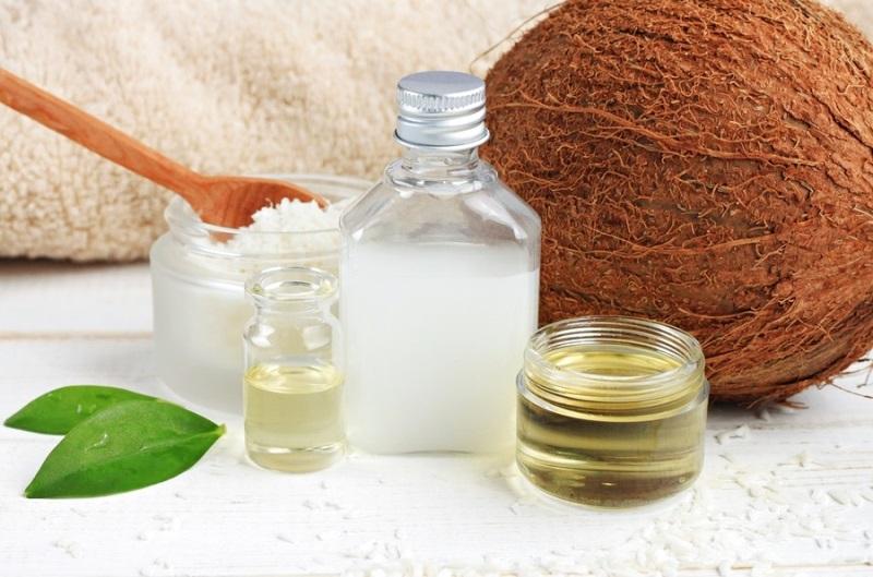 Ủ tóc bằng dầu dừa
