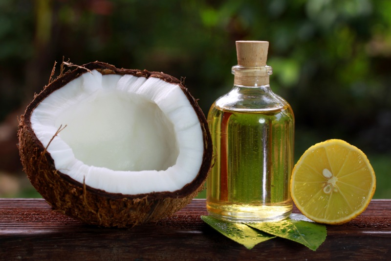 Ủ tóc bằng dầu dừa và chanh
