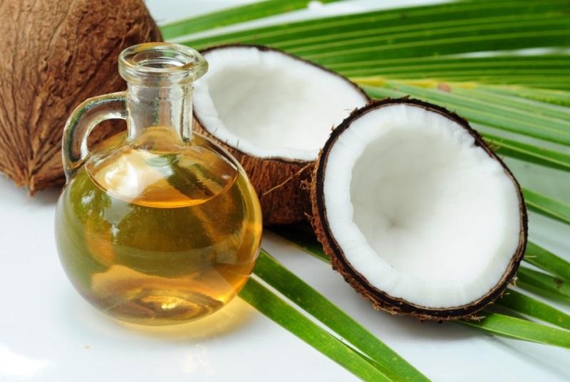 Ủ tóc bằng dầu dừa và dầu oliu