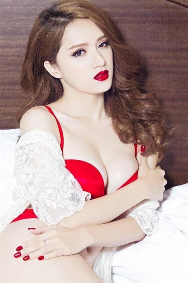 Hương Giang Idol và những lần khoe cơ thể sexy khiến phụ nữ đích thực cũng phải ghen tỵ - Ảnh 5