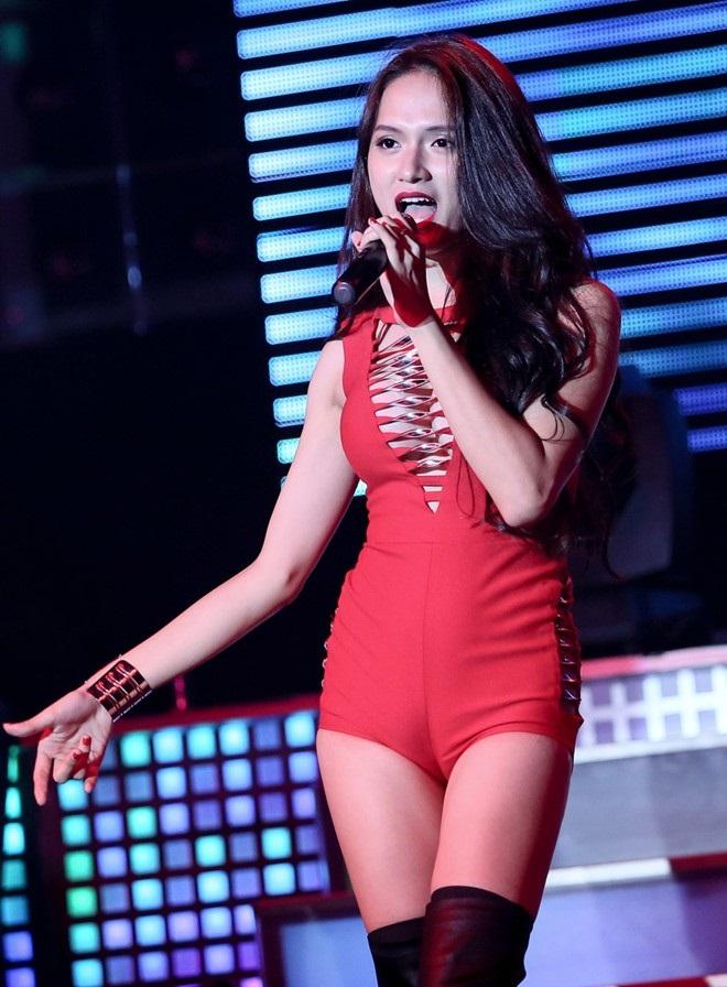 Hương Giang Idol và những lần khoe cơ thể sexy khiến phụ nữ đích thực cũng phải ghen tỵ - Ảnh 9
