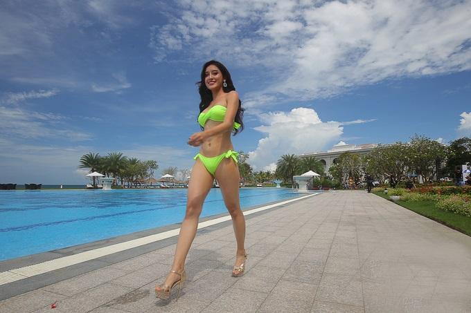 Hoa hậu Hòa bình Thế giới 2017: Huyền My hoàn toàn áp đảo những thí sinh có đùi to, vòng 1 khiêm tốn trong phần thi bikini - Ảnh 1
