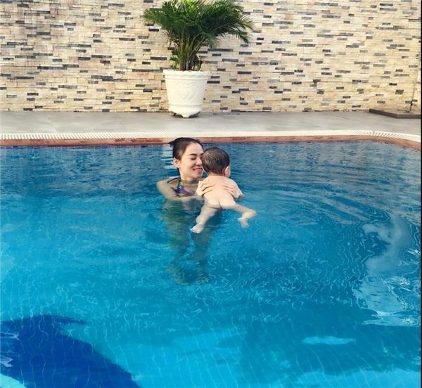 Cho con học bơi từ 2 tháng tuổi như ông chủ Facebook mang lại những lợi ích gì? - Ảnh 3