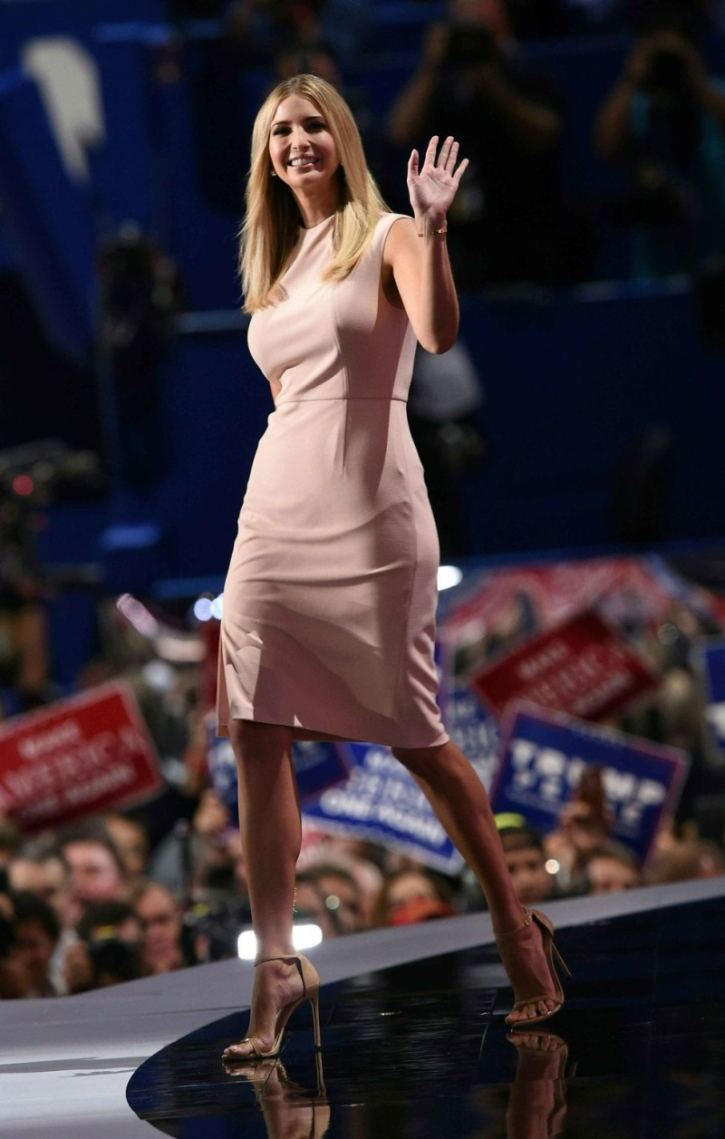 Ngẩn ngơ trước phong cách thời trang của ái nữ Tổng thống Mỹ - Ảnh 18