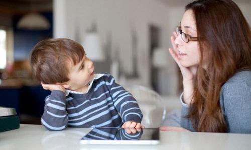 Trẻ bị rối loạn chú ý dễ nổi nóng, thiếu tập trung: Cha mẹ cần phải làm gì? - Ảnh 1