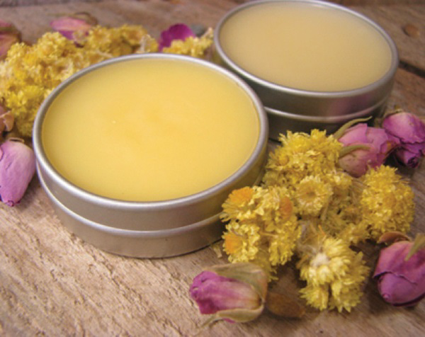 Kem làm hồng môi từ sáp ong, dầu dừa và mật ong hiệu quả nhanh chóng