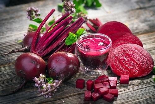 Kem làm hồng môi từ củ dền giúp môi hồng tự nhiên