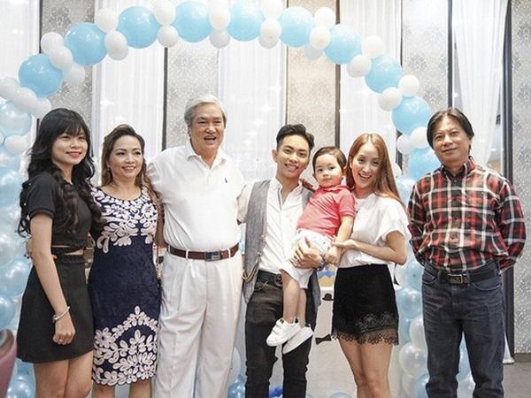 Khánh Thi hé lộ cuộc sống làm dâu sau 3 năm kết hôn: 'Tôi ở nhà chồng sướng mà, chả phải làm gì' - Ảnh 1