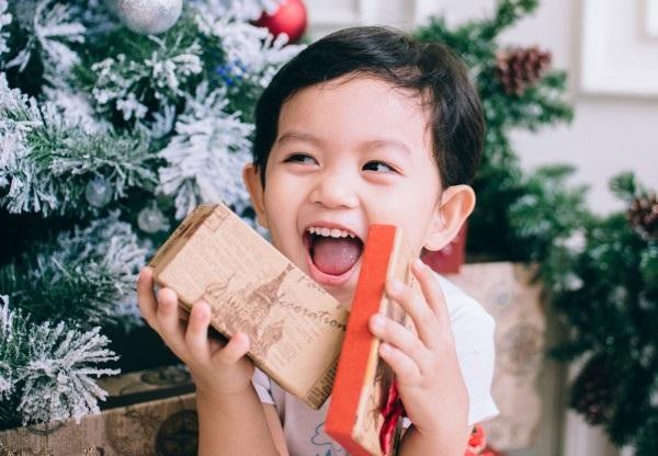 Xuýt xoa bộ ảnh Khánh Thi - Phan Hiển ấm áp, ngọt ngào bên con trai đón Giáng sinh sớm - Ảnh 4