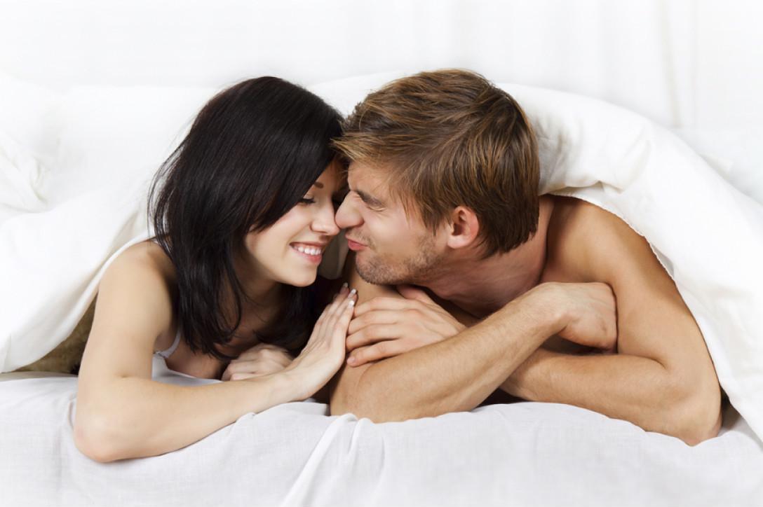 Giữa cuộc 'yêu' chồng bỗng gọi tên phụ nữ khác - Ảnh 1