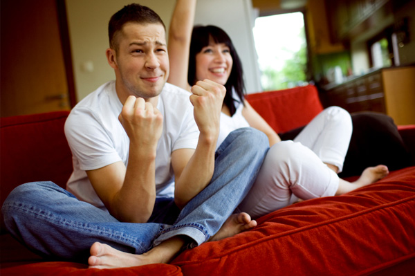 Điên tiết vì chồng chỉ thích xem World Cup bên nhà cô hàng xóm - Ảnh 2