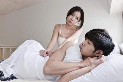 """Bất lực quý ông dở khóc dở cười: Xem phim sex thì """"lên"""" mà gặp vợ lại """"xịt"""" - Ảnh 1"""