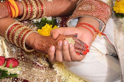 Phát hiện vợ ngoại tình, chồng gả luôn vợ cho người yêu cũ - Ảnh 1