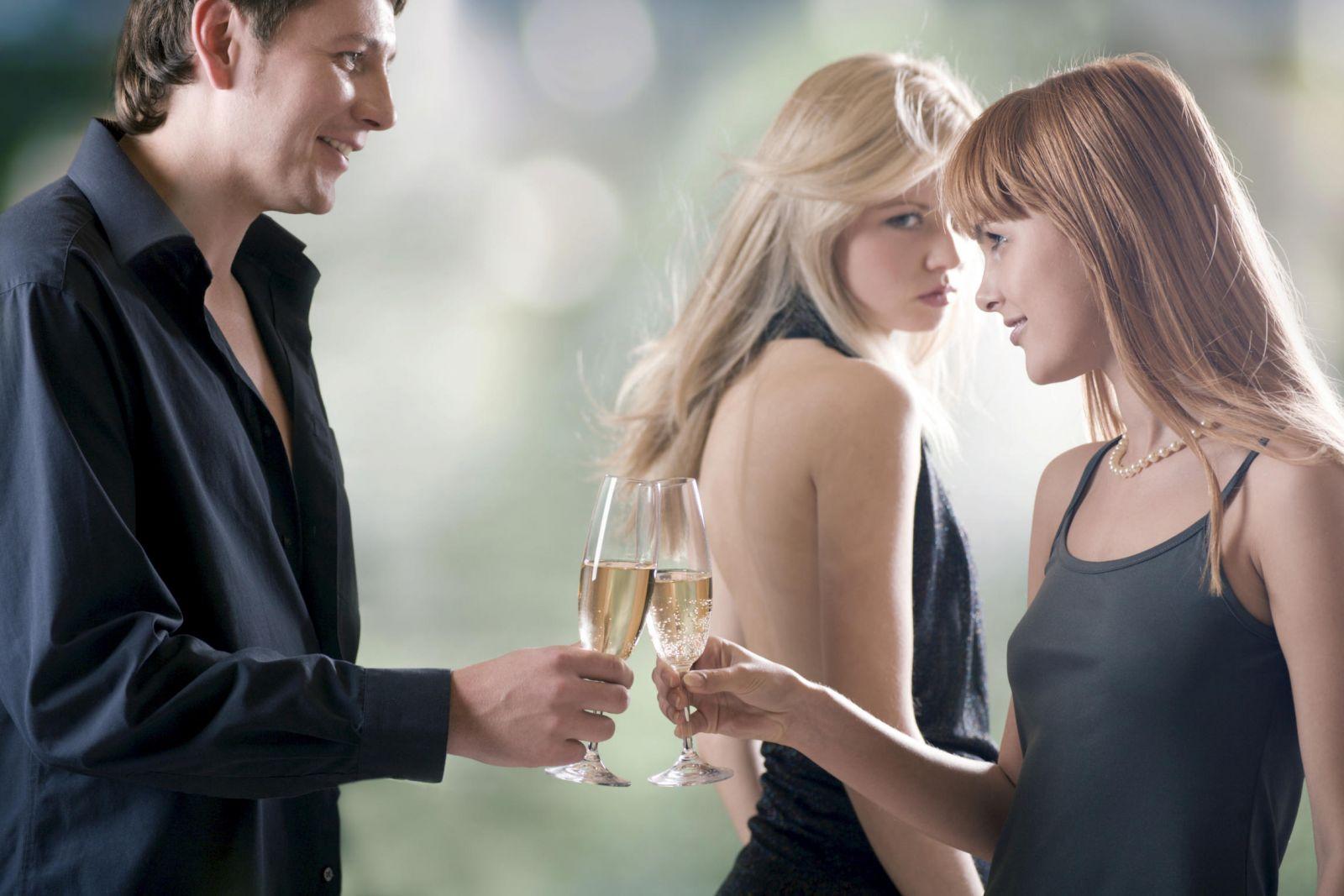 Đang cãi nhau, đừng đi tâm sự với người phụ nữ khác - Ảnh 1
