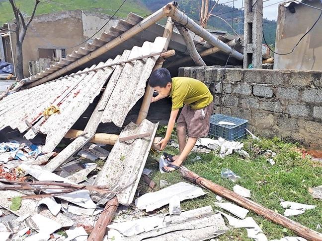 Hậu quả bão số 10: Vật vã, nhọc nhằn nơi những 'ngôi nhà không có đàn ông' - Ảnh 2