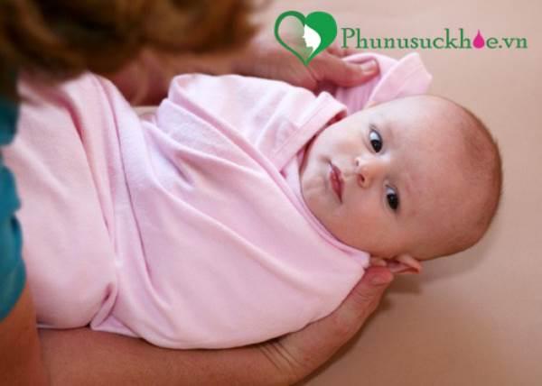 Cảnh báo: Cha mẹ nên cẩn trọng khi sử dụng khăn voan cho trẻ - Ảnh 2