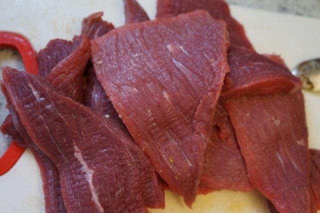 Cho thịt bò vào nồi cơm điện, hơn 40 phút là có mẻ bò khô cay cay, thơm lừng góc bếp - Ảnh 2