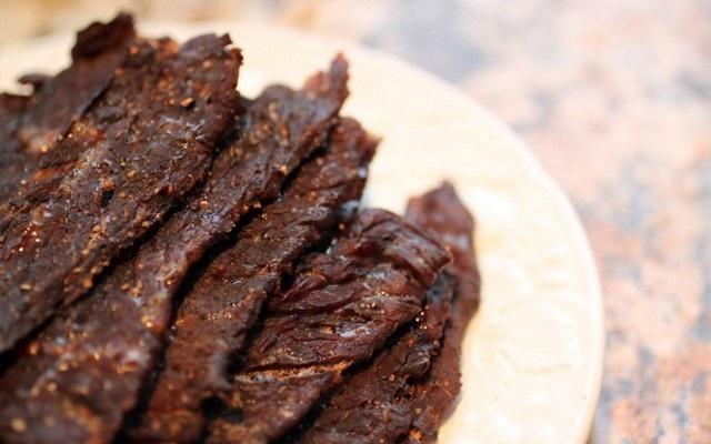 Cho thịt bò vào nồi cơm điện, hơn 40 phút là có mẻ bò khô cay cay, thơm lừng góc bếp - Ảnh 4
