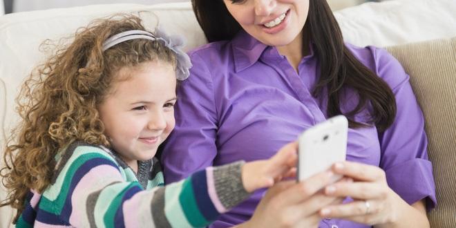 Khoa học chứng minh: Bố mẹ ít dùng điện thoại, nói chuyện nhiều với con sẽ giúp trẻ học ngôn ngữ nhanh hơn - Ảnh 3