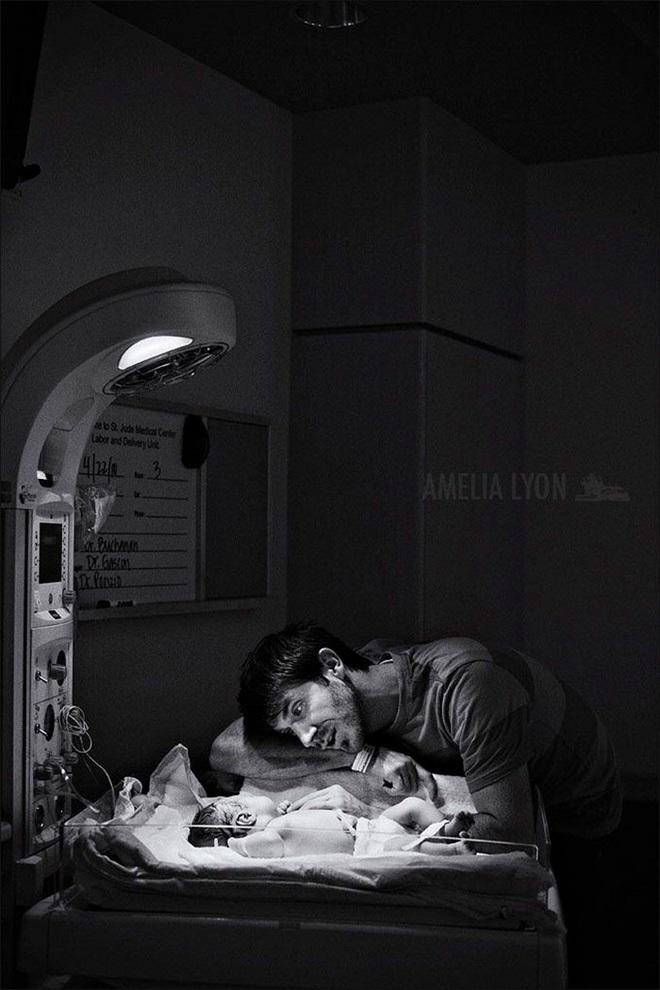 Khoảnh khắc chào đón đứa con ra đời: Khi phái mạnh... 'yếu' !  - Ảnh 11