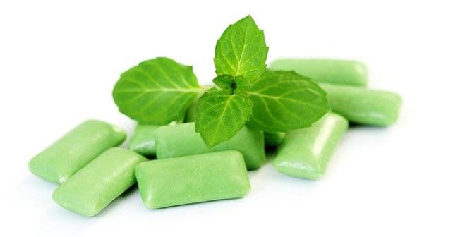 Nhai kẹo cao su giúp khử mùi thuốc lá trong hơi thở đơn giản