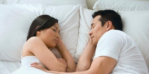 """Cảnh báo: Đây chính là 5 kiểu ngủ """"tố cáo"""" chồng đã hết yêu vợ, báo trước khả năng ly dị - Ảnh 5"""