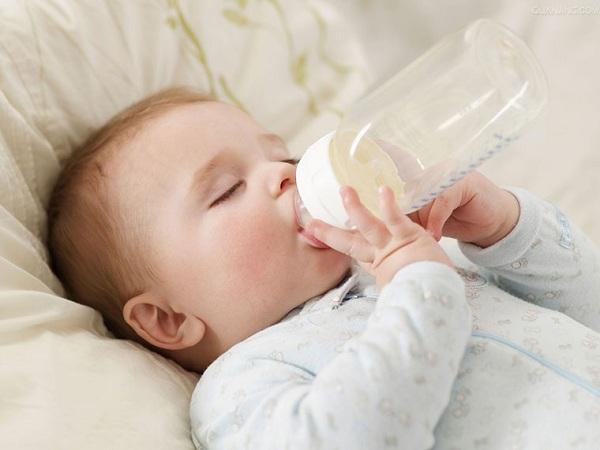 6 điều cấm kỵ không được làm với trẻ sơ sinh - Ảnh 2