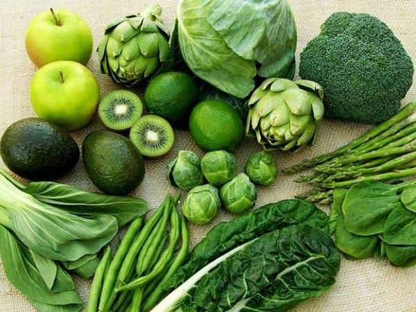 Rau có màu xanh đậm như súp lơ, cải bó xôi, măng tây, quả bơ... có chứa hàm lượng axit folic cao. (Ảnh minh họa)
