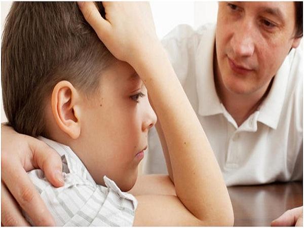 Cha mẹ hãy dạy con biết nói lời xin lỗi khi con hành động sai