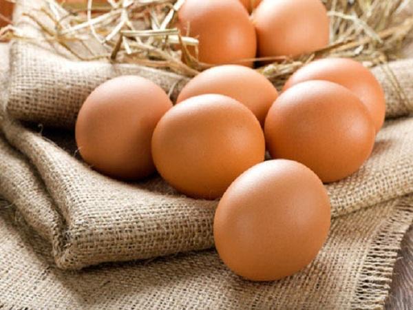 Trứng rất bổ dưỡng và có lợi cho sức khỏe, nhưng khi cho trẻ sơ sinh ăn trứng mẹ cần lưu ý vì đây là một trong các thực phẩm dễ gây dị ứng (Ảnh minh họa)