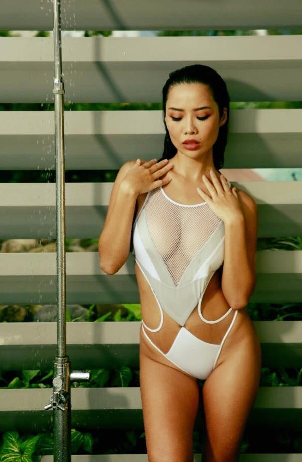 Choáng ngợp trước sự hở bạo của tình cũ Kim Lý: Hồ Ngọc Hà cũng phải chào thua - Ảnh 12
