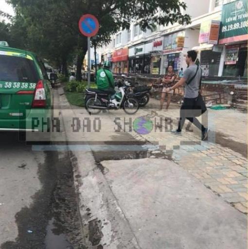 Lộ ảnh Hồ Ngọc Hà cãi nhau to, đuổi Kim Lý ra khỏi siêu xe ngay giữa đường? - Ảnh 1