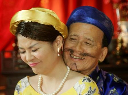 Trước khi bị vợ Xuân Bắc tố ve vãn chồng, Kim Oanh từng bị 'ném đá' vì 'làm chuyện tục tĩu' ở chốn linh thiêng như thế này đây - Ảnh 2