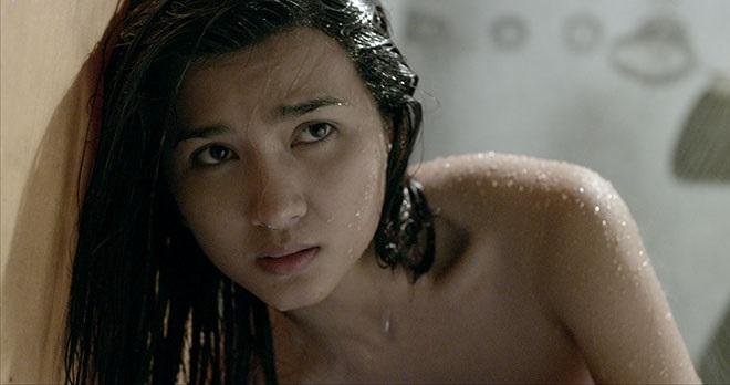Mỹ nhân Việt khoe thân hình nóng 'bỏng mắt' khi đóng những cảnh tắm trong phim - Ảnh 8