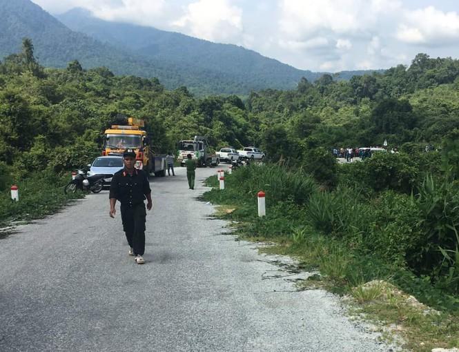 Xe khách lao xuống vực, ít nhất 7 người chết, 30 người bị thương - Ảnh 2