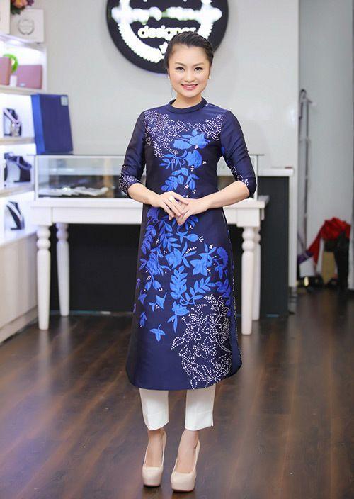 Nên chọn những mẫu áo dài cách tân cho phụ nữ trung niên không bó eo để không lộ dáng xấu
