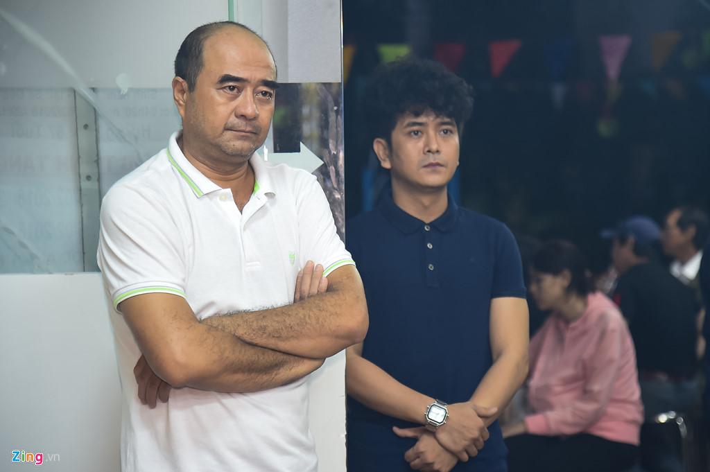 Hùng Thuận và đoàn phim 'Đất phương Nam' viếng Nguyễn Hậu đêm 29 Tết - Ảnh 2