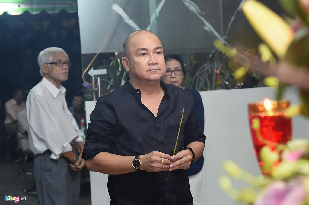 Hùng Thuận và đoàn phim 'Đất phương Nam' viếng Nguyễn Hậu đêm 29 Tết - Ảnh 11