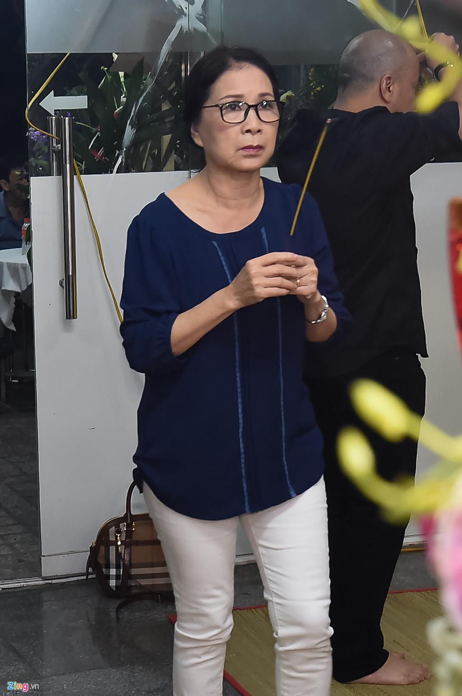 Hùng Thuận và đoàn phim 'Đất phương Nam' viếng Nguyễn Hậu đêm 29 Tết - Ảnh 7