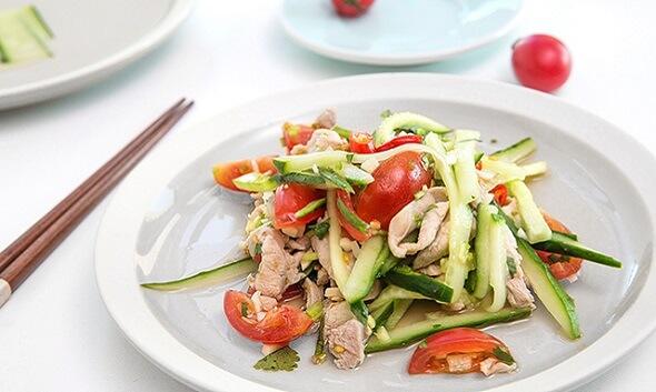 Món gà trộn rau củ giúp ăn giải ngán trong ngày Tết