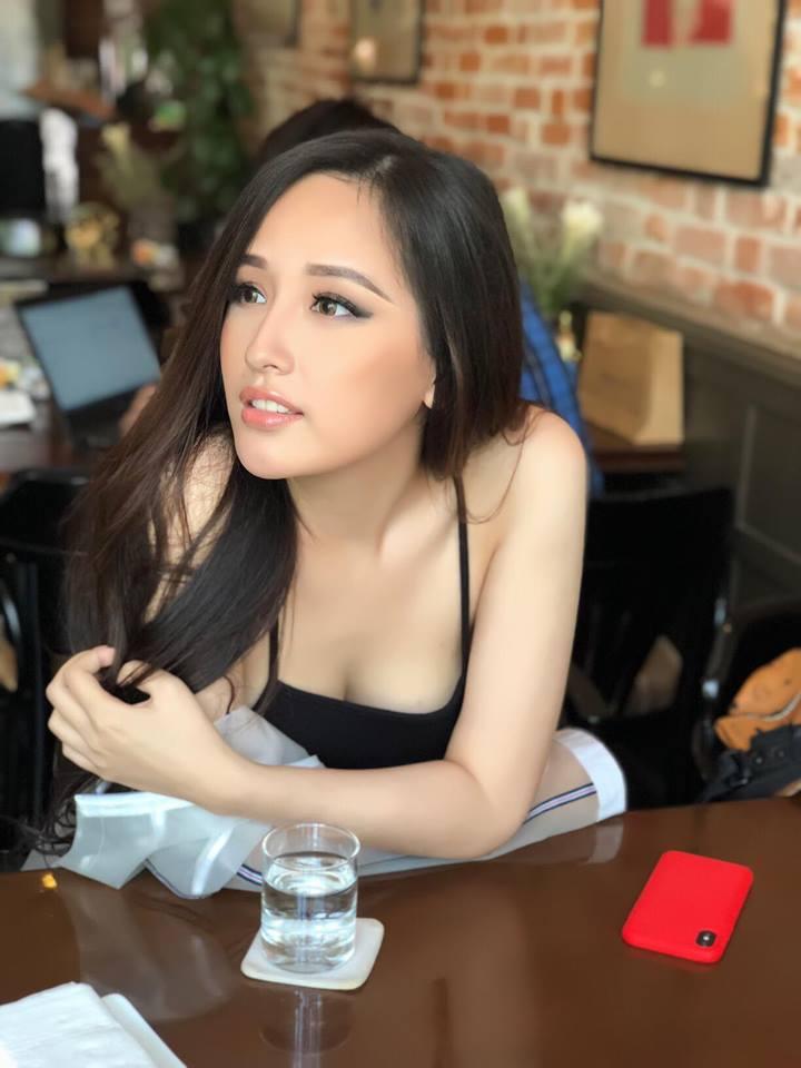 Hoa hậu Mai Phương Thúy mặc váy 2 dây khoe ngực đầy - Ảnh 3