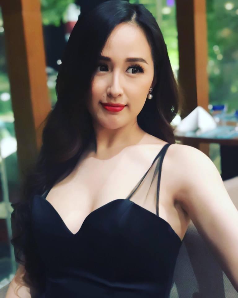 Hoa hậu Mai Phương Thúy mặc váy 2 dây khoe ngực đầy - Ảnh 4