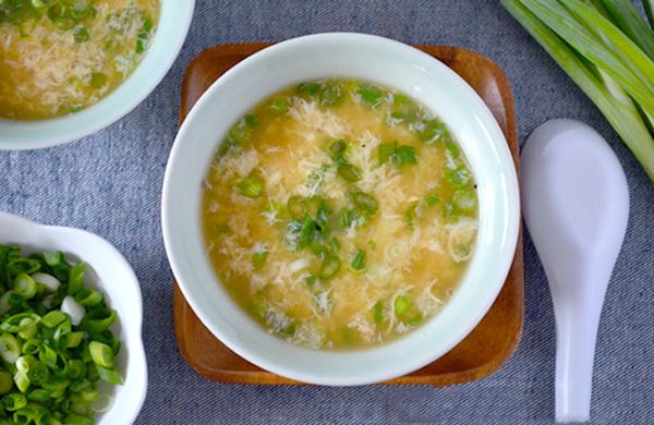 Món súp trứng nhiều dinh dưỡng giúp bé phát triển chiều cao
